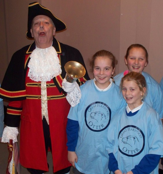 100_5697 Three otters oyez
